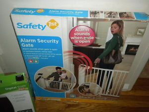 Safety 1st Security Alarm Gate Baby Toddler Pet Dog Safety Fence Block Security