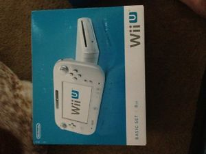Nintendo Wii U 8 GB White with Gaming Bundle and Super Mario Bros Wii U Game
