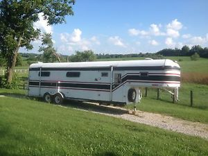 1986 Merhow 4 Horse Slant Load Horse Trailer with Unfinished Weekender