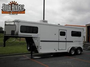 2005 Sundowner Horse Trailer with Living Quarters
