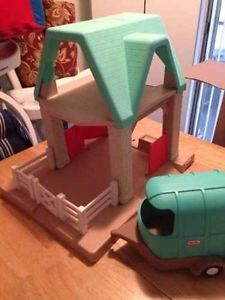 Little Tikes Horse Stable Dollhouse and Trailer