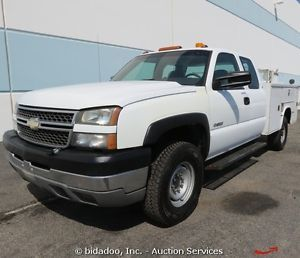 2005 Chevrolet Silverado 3500 Extended Cab Utility Truck 4x4 Enclosed Bed Pickup