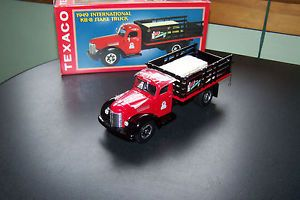 First Gear 1949 Texaco International KB 8 Stake Truck 1 34 Scale 509