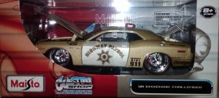 Maisto Custom Shop Dodge Challenger Police Car 1 24