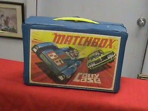 Vintage diecast Matchbox and Hotwheel Carrying case with Cars
