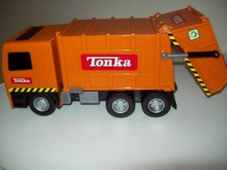 2002 Orange Tonka Lights Sounds Garbage Truck w 2 Garbage Cans Ships Free