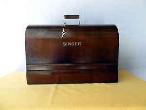 Singer Bentwood Carrying Case Nice Condition with Key
