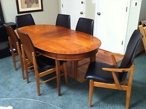 Lane Walnut Mid Century Modern Dining Table and Chairs