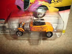 Johnny Lightning Hot Rods 1927 T Roadster Conv Yellow