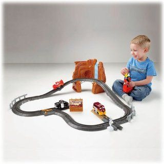 GeoTrax Disney/Pixar Cars Lightning McQueen's Close Call Toys & Games